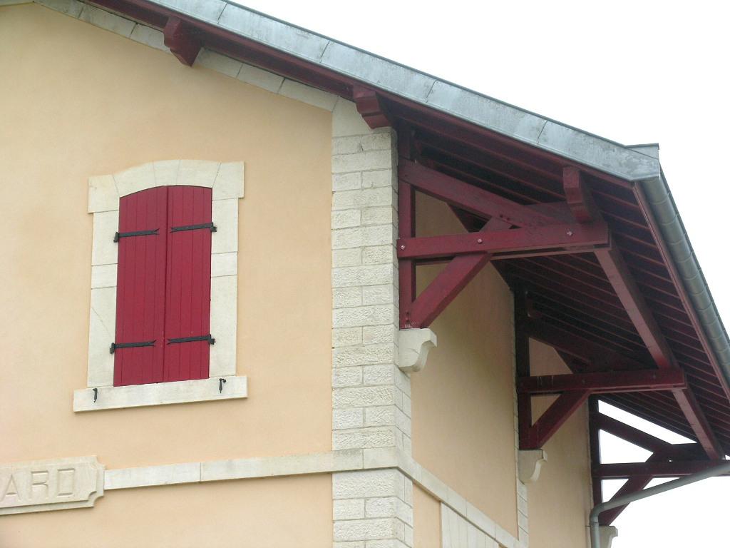 Restauration de charpente, rénovée, gare de Pommard (Côte d'or) transformée en logement