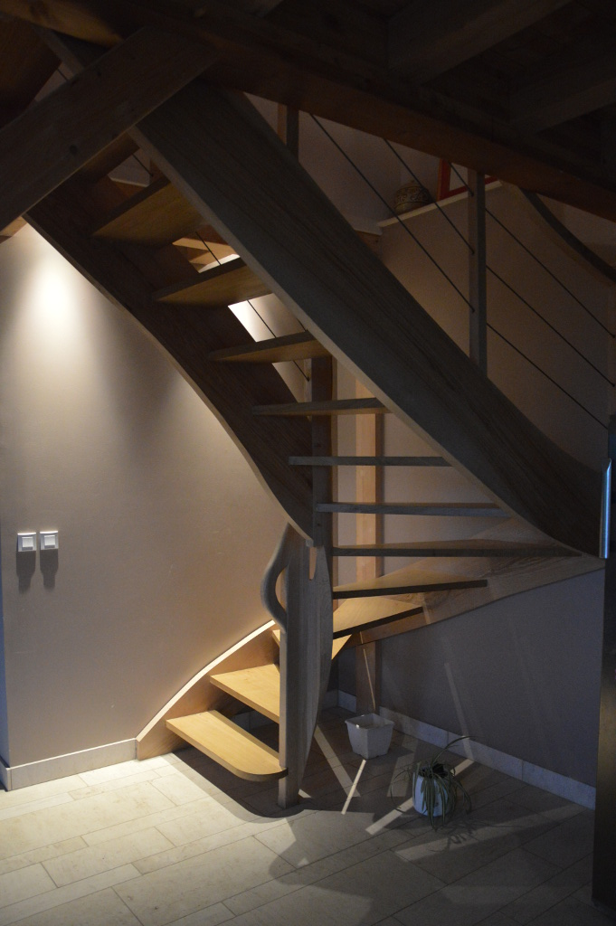 escalier chêne deux quarts tournant main courante travaillée