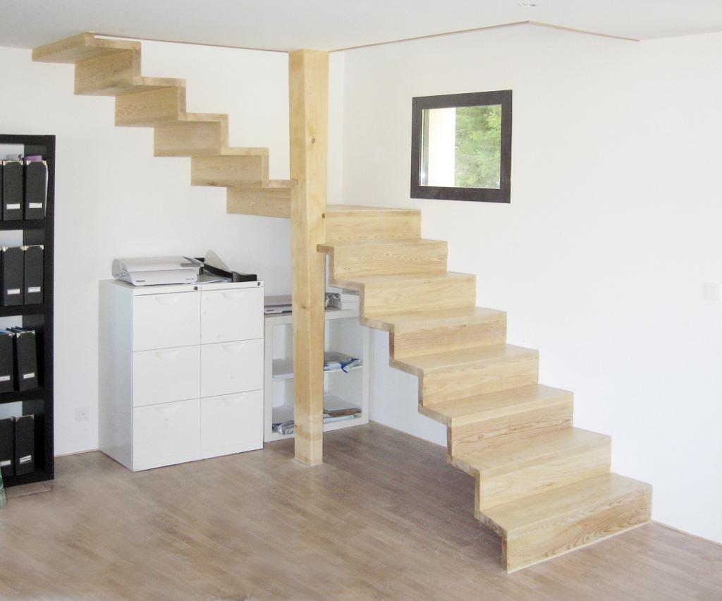 Escalier un quart tournant intermédiaire balancé sans balustrade