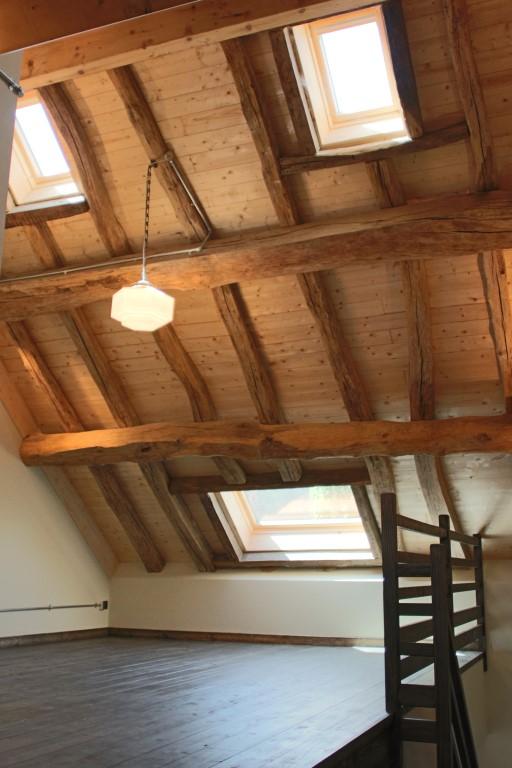 Isolation sur toiture qui permet de garde la charpente apparente. Gueret Architectural Designer.