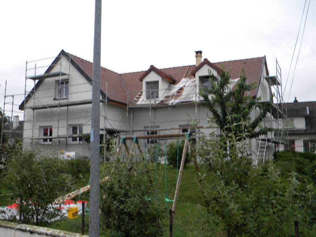 Maison maçonnée, rehaussée par l'Arbre à l'étrier