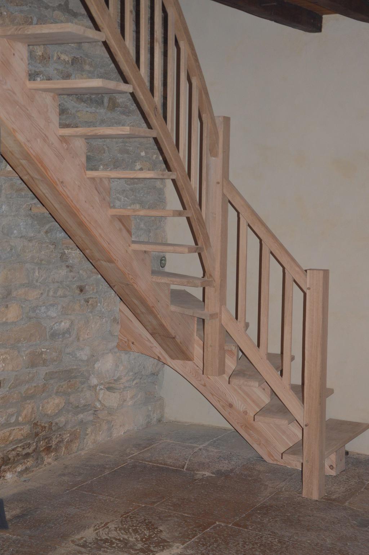 Escalier à limon central lamellé-collé et chêne