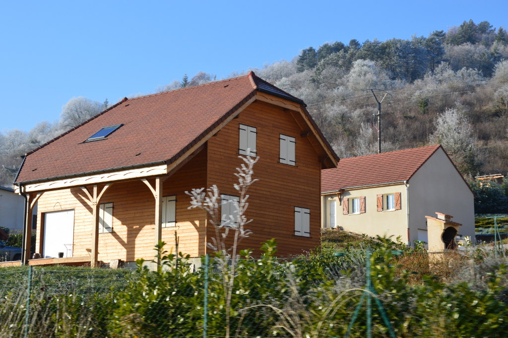 Maison ossature bois, bardage mélèze, Vallée de l'Ouche. Bourgogne