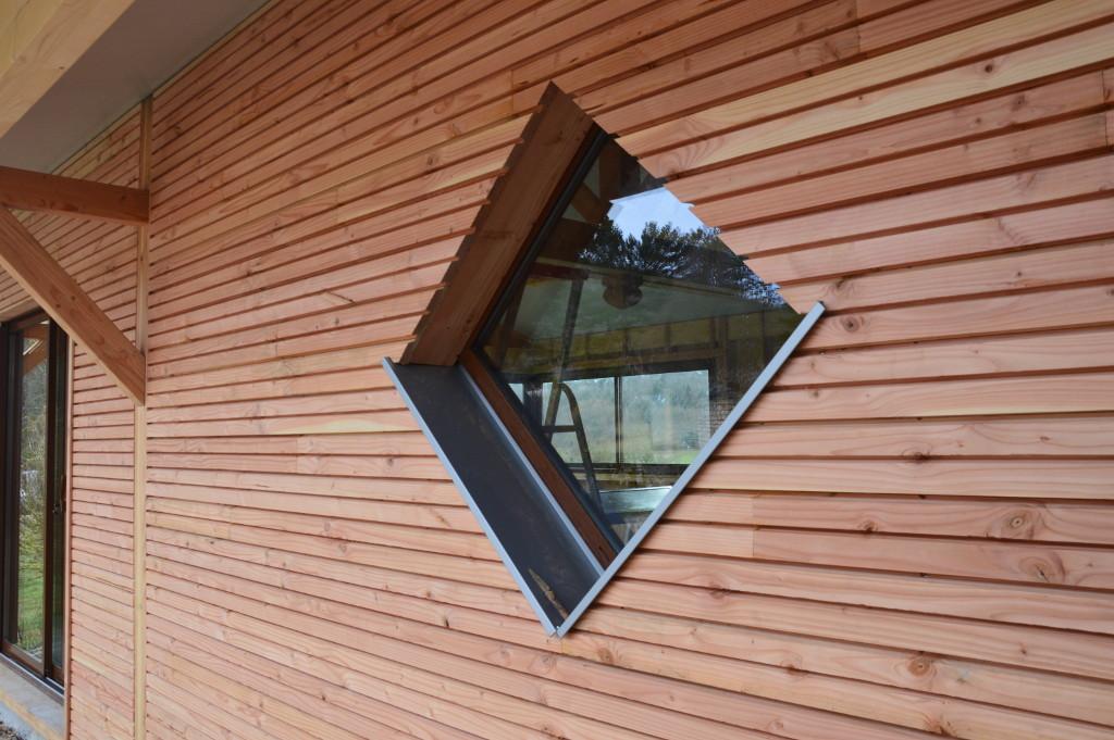Fenêtre en biais, détail ossature bois, losange