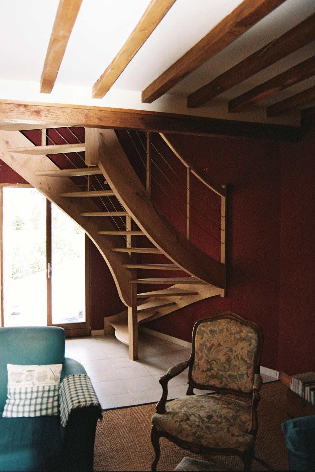 Escalier balancé, sans contremarche, en chêne, sur mesure