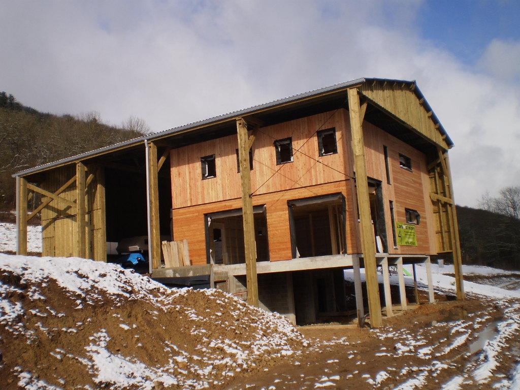 Maison ossature bois d'architecte, dans un hangar