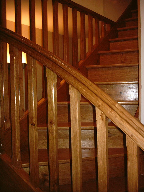Escalier quart tournant en chêne, balustres verticaux