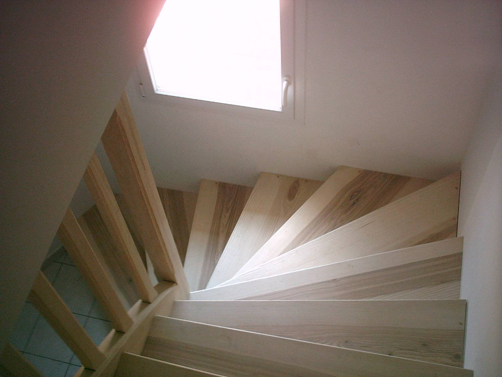 Habillage d'escalier en frêne, sur escalier béton